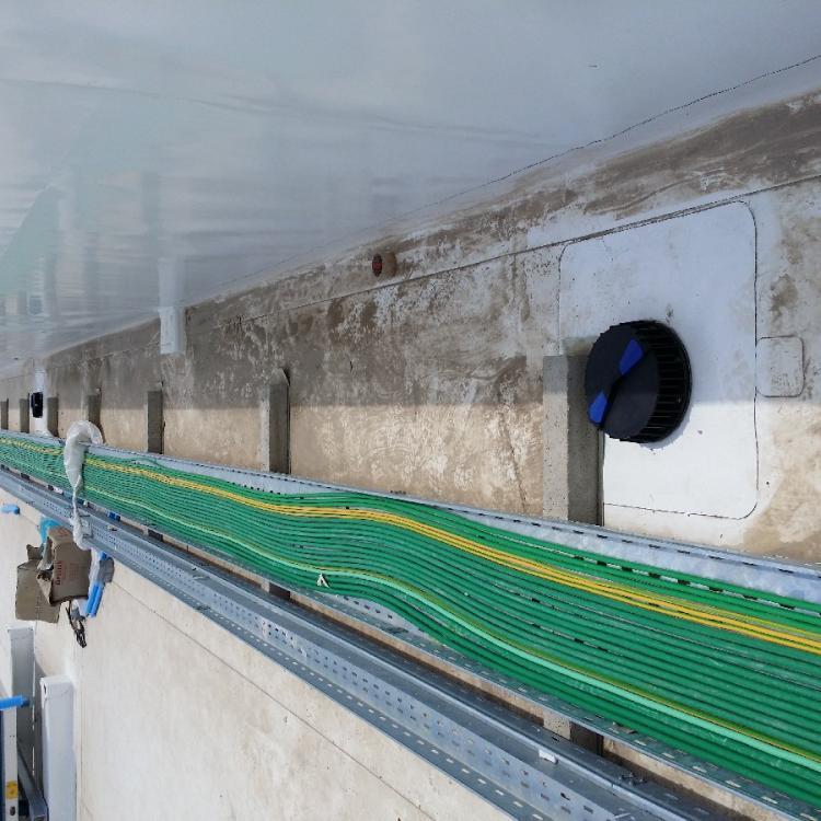 """Impianto di smaltimento acque meteoriche """"geberit pluvia"""" presso centro commerciale auchan di Taranto."""