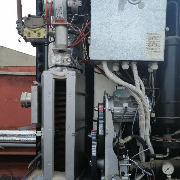 """Manutenzione straordinaria su pompa di calore ad assorbimento a metano """"robur"""" presso palazzo comunale di Noicattaro (BA)."""