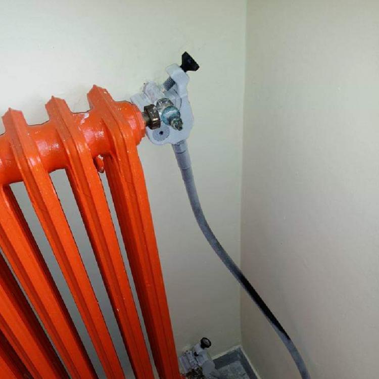 Modifiche e riparazioni su impianti in pressione senza svuotare o chiudere le condotte.